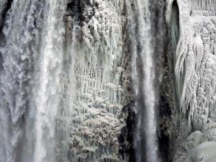 Frozen Niagara Falls Pic