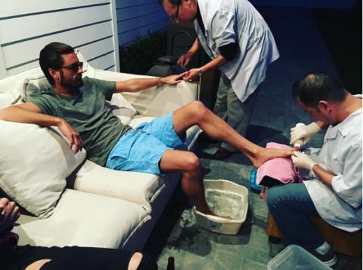 Scott Disick gets a mani-pedi