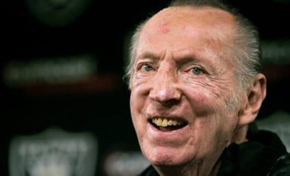 Al Davis, Oakland Raiders Owner, Dies at 82
