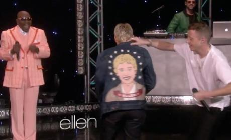 "Macklemore, Ryan Lewis Perform ""Thrift Shop"" on Ellen"