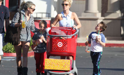 Britney and Jamie Lynn Spears: Black Friday Shopping Trip