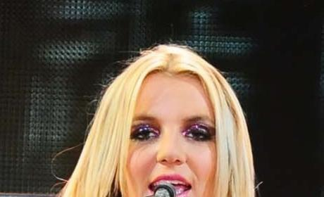 """Britney Spears: """"A Little Bit Scared"""" of Simon Cowell"""