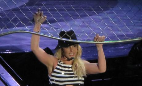 Britney Spears Miserable, Causing Trouble in Rehab