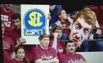 Alabama Fan Distracts Opponents With Giant Ass Pic of His Own Face