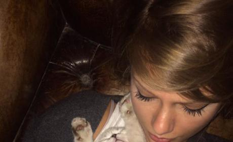 Taylor Swift Leaves for Tour, Bids Sad Farewell to Cat