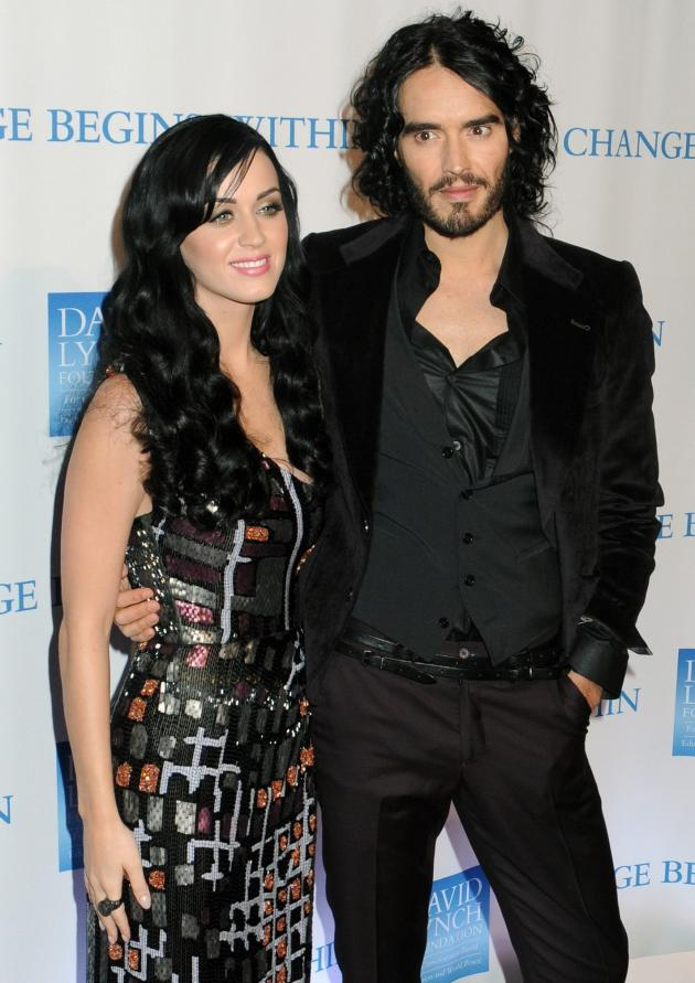 russell brand kissing guy