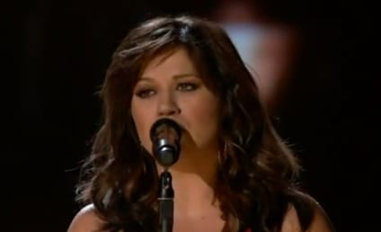 Kelly Clarkson Shows Off Thinner Figure, Performs at 2012 Billboard Music Awards