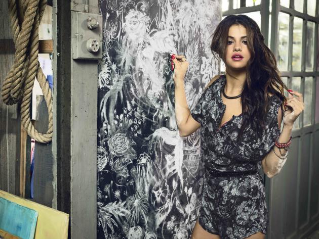 Selena Gomez Hot Image