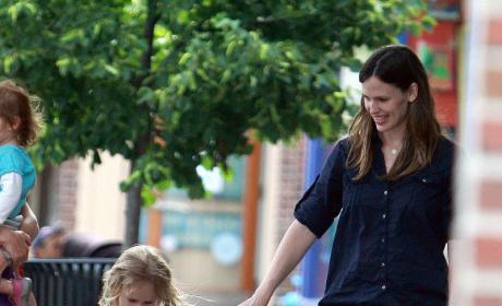 Jennifer Garner Smiles at Daughter