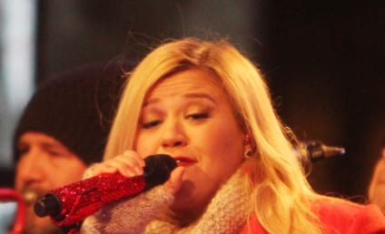 Happy 32nd Birthday, Kelly Clarkson!