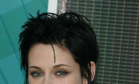 Kristen Stewart Hair Update: Back to Bella!