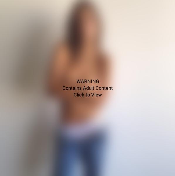 Topless Emily Ratajkowski