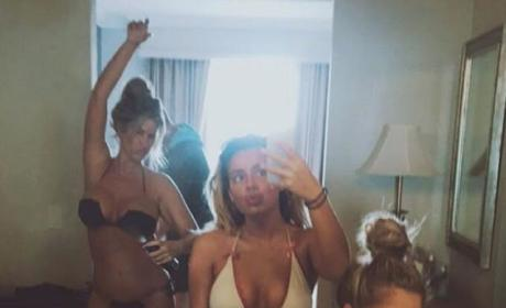 Kim Zolciak: Bikini Pic With Daughters