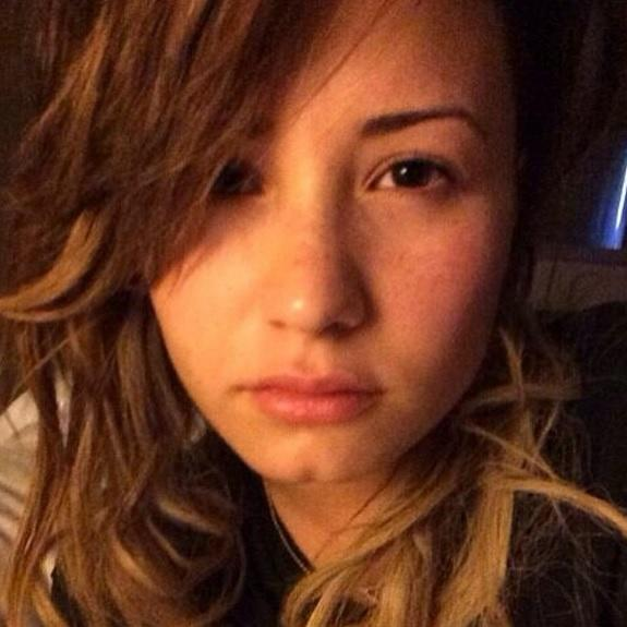 Demi Lovato: No Makeup Photo