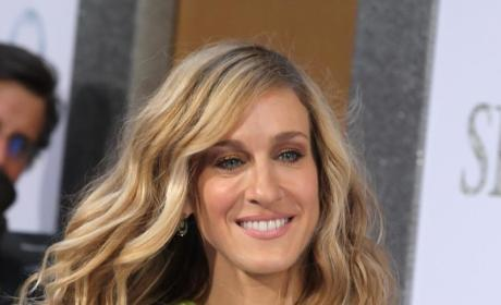 Sarah Jessica Parker Assistant Steals Sunglasses From Airport Shop, Delays Flight in Norway