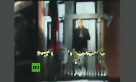 Julian Assange Christmas Video: Wishing You a Happy, WikiLeaks-Filled New Year!