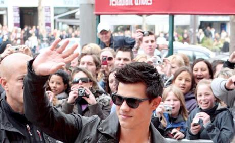 Taylor Lautner: Pretty, Popular in Paris