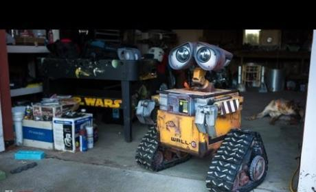 Man Builds Life Sized Wall-E Robot