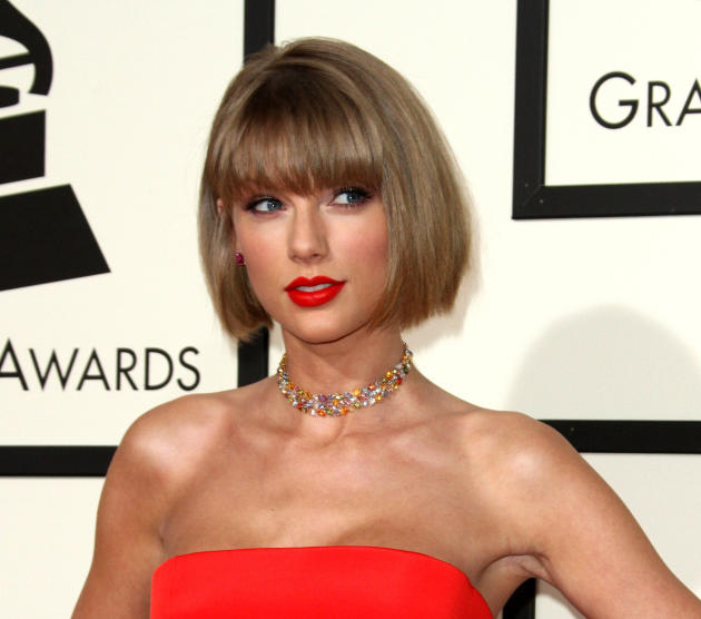 taylor swift new hairstyle : Taylor Swift: Bobbin for New Hairstyle at the Grammys! - The ...