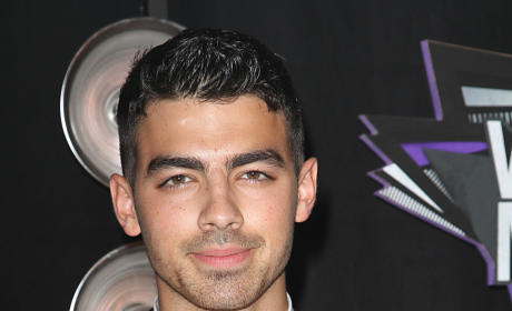 The Choice Casts Joe Jonas, Pauly D, The Situation, Rob Kardashian & More!