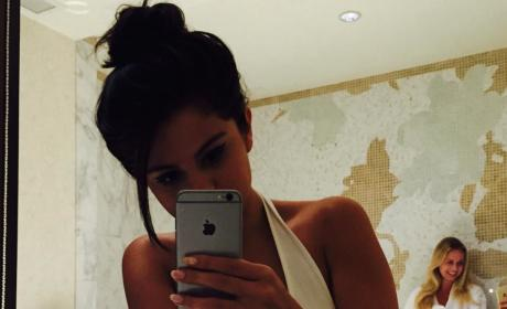 Selena Gomez Shares Sexy Underwear Selfie: Good Morning, Indeed!