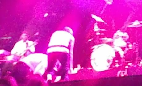 Meat Loaf Collapses on Stage, Finishes Concert!