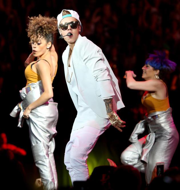 Dancing Justin Bieber