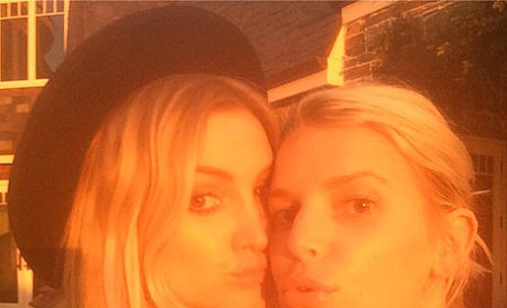 Ashlee and Jessica Simpson Photograph