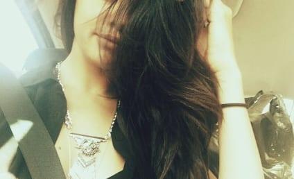 Selena Gomez Snaps #PassengerSelfie, Shows Off New Weave