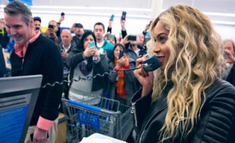 Beyonce Stuns Walmart Shoppers, Hands Out Gift Cards
