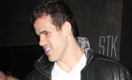 "Kim Kardashian Enjoys ""Yummy"" Dinner with Kris Humphries, Family"