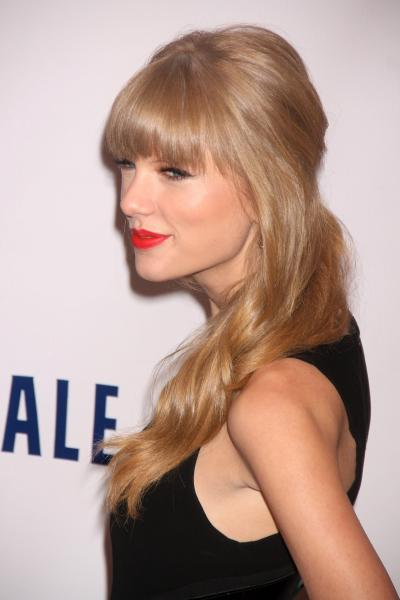 Taylor Swift on Jingle Ball Red Carpet