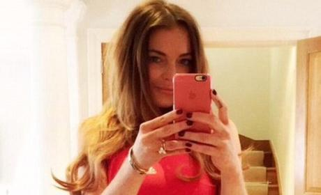 Lindsay Lohan: Selfie Photoshop FAIL (Again)!