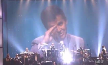 Stevie Wonder Performs Dick Clark Tribute at AMAs