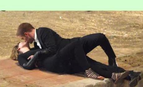 Robert Pattinson and Mia Wasikowska: Spotted Smooching!