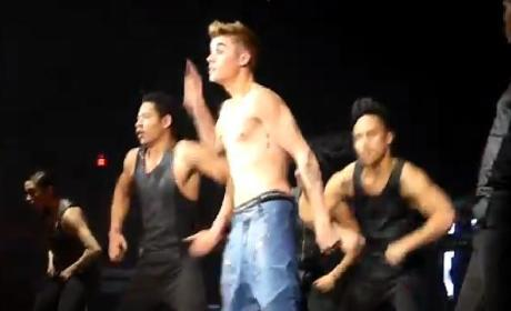 Justin Bieber: Shirtless in Chicago!