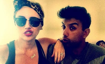 Miley Cyrus Engagement Ring Pic: Gorg!
