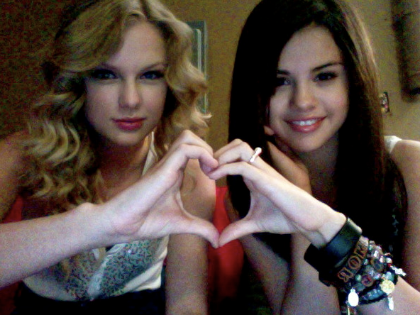Taylor Swift Hearts Selena Gomez