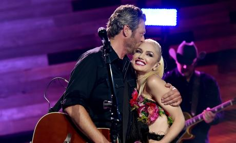Blake Shelton PROPOSES to Gwen Stefani! What Did She Say??