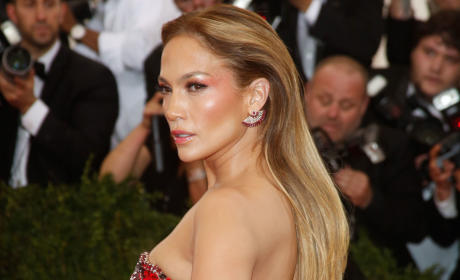 Jennifer Lopez Red Carpet Pose