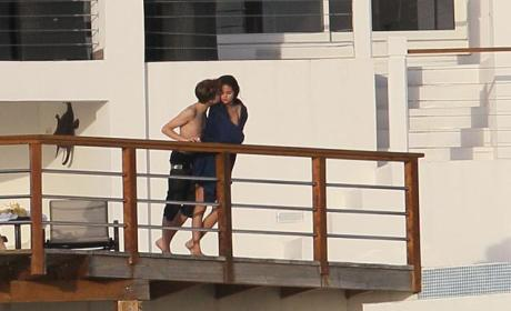 Justin Bieber and Selena Gomez: Kissing in the Caribbean!!!