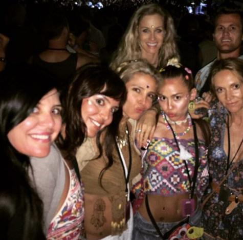 Miley Cyrus Parties With Elsa Pataky