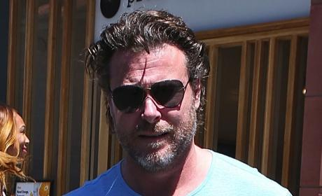 Tori Spelling: Pushed By Friends to Divorce Dean McDermott! Will She?