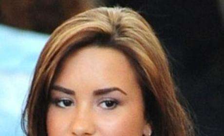 How do you prefer Demi Lovato's hair?