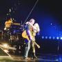 Gwen Stefani Blake Shelton Hug Concert
