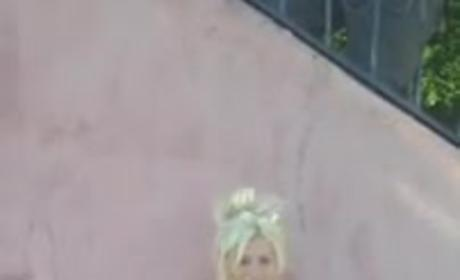 Courtney Stodden Takes Ice Bucket Challenge, Surprising Liquid Cascades Down Plastic Body