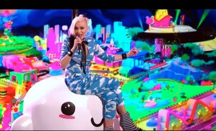 """Gwen Stefani, Pharrell Perform """"Spark the Fire"""" on The Voice: Watch!"""