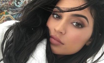 Kylie Jenner Butt Selfie Rekindles Plastic Surgery Rumors, Brings Us Joy