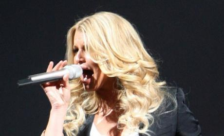 Jessica Simpson: Tony Romo Always Performs Well