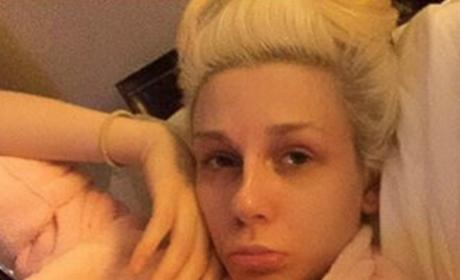 Courtney Stoddens Goes Makeup-Free, Looks Unrecognizable